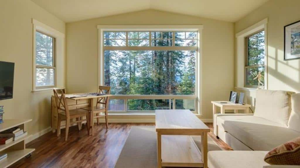 Yosemite West Cabin Rentals - Chinquapin Retreat living area