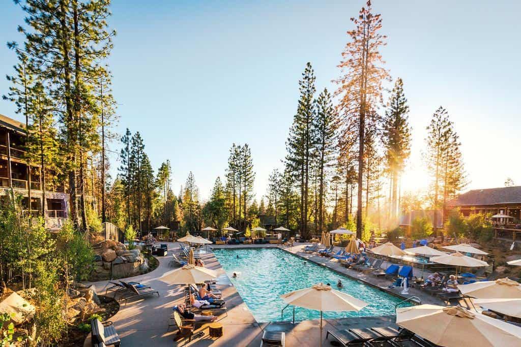 Yosemite where to stay - Rush Creek Lodge in Buck Meadows